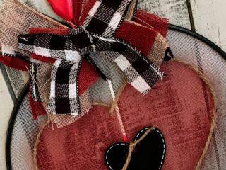 DIY Valentines Day Splatter Screen Door Hanger