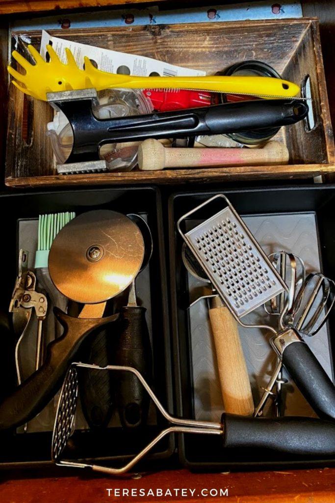 DIY Dollar Tree Kitchen Utensil Drawer Organization
